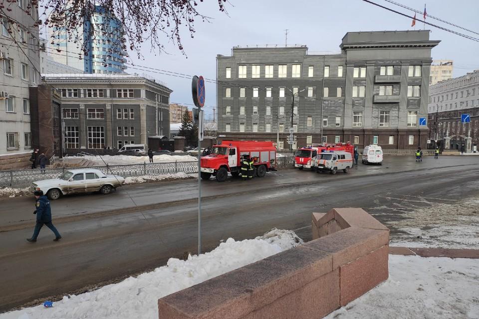 «Горят вещи рабочих»: в переходе на площади Революции в Челябинске взорвался газовый баллон