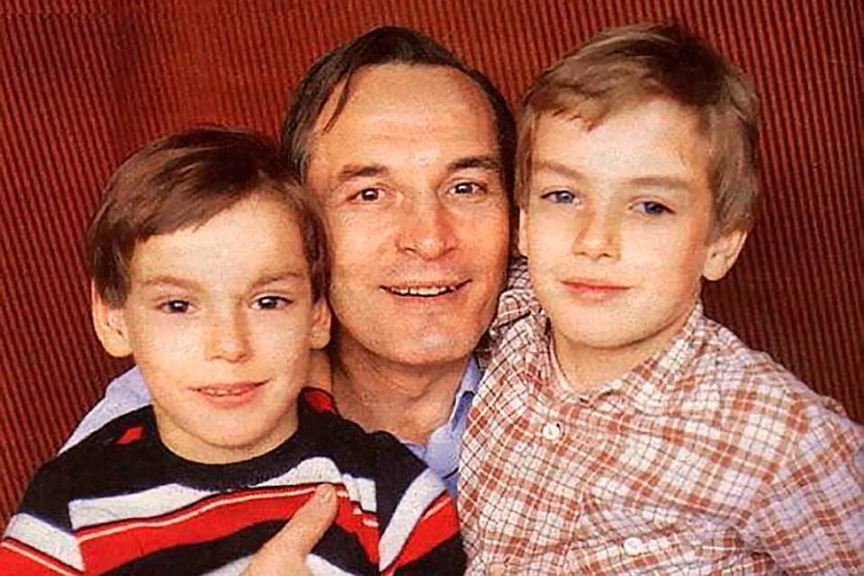 Василий Лановой с сыновьями Сергеем (слева) и Сашей.