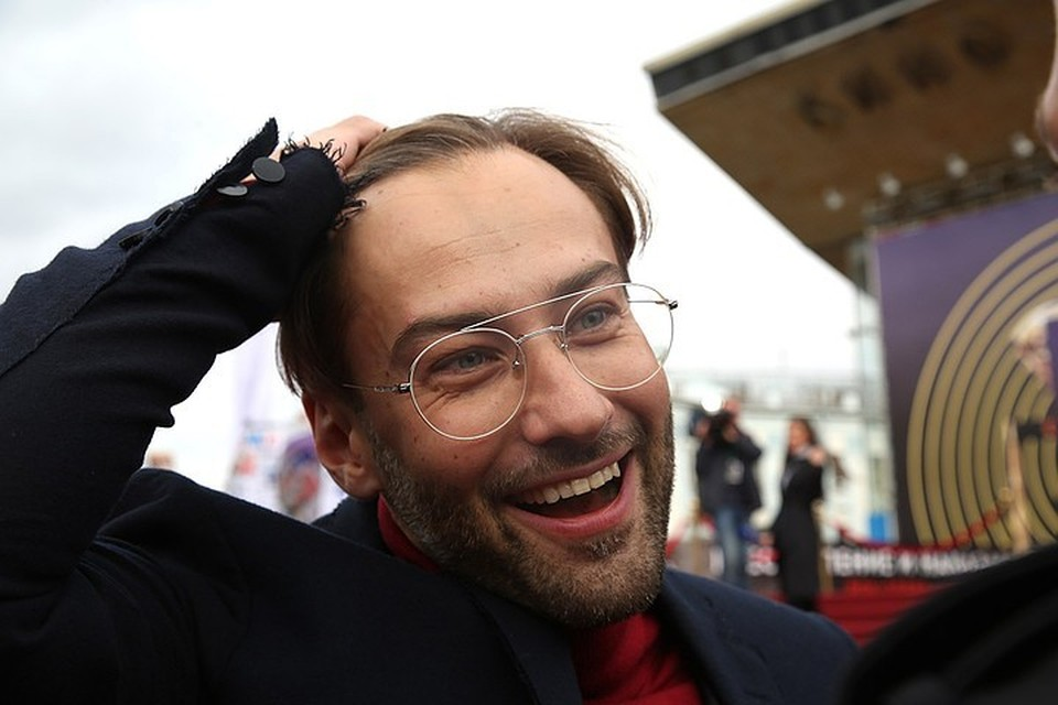 Дмитрий Шепелев в блоге демонстрирует полное благополучие и счастье. Однако в жизни не все идет гладко