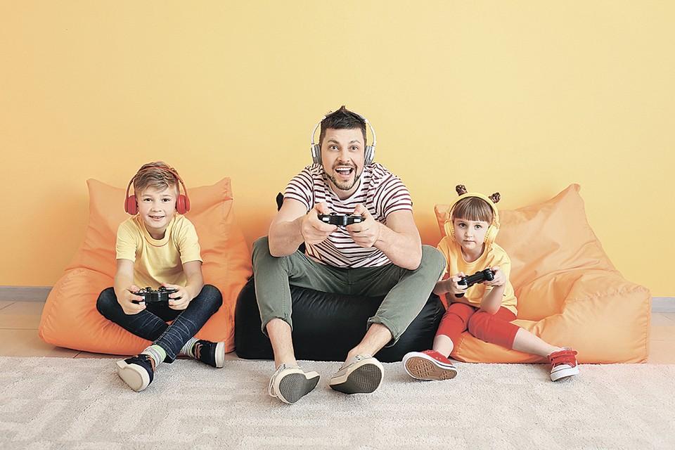 Лучший способ понять, подходит ли компьютерная игра для детей, - поиграть в нее вместе с ними.