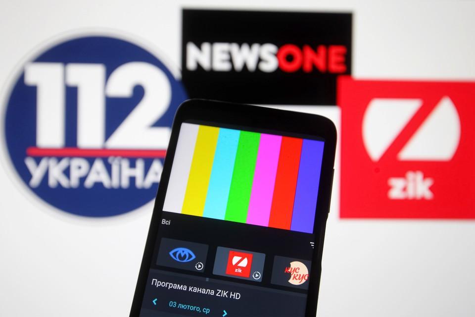 Украинцы лишились трех телеканалов, обвиненных в пропаганде пророссийских настроений.