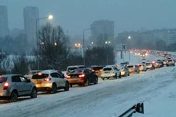 Снегопад стал причиной десятибалльных пробок в Нижнем Новгороде