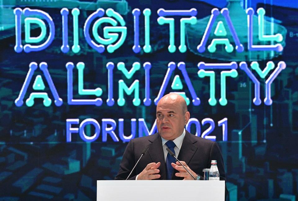 Мишустин пообещал создать для мигрантов «классный» цифровой сервис