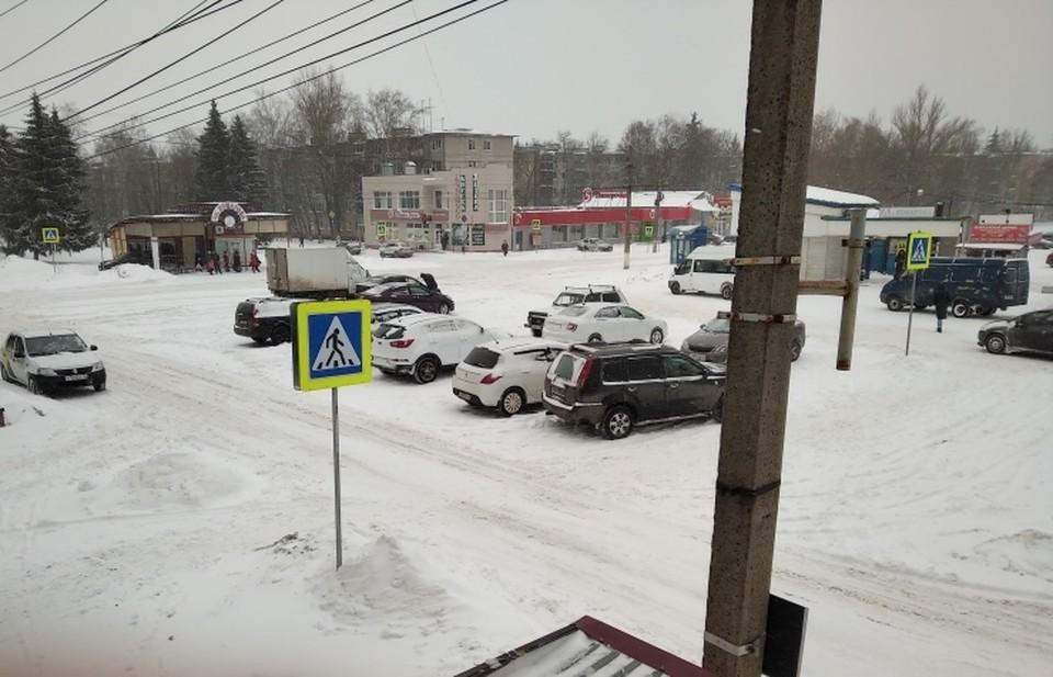 В городе начали эвакуацию на штраф-стоянки транспорта, припаркованного в зоне действия запрещающих знаков