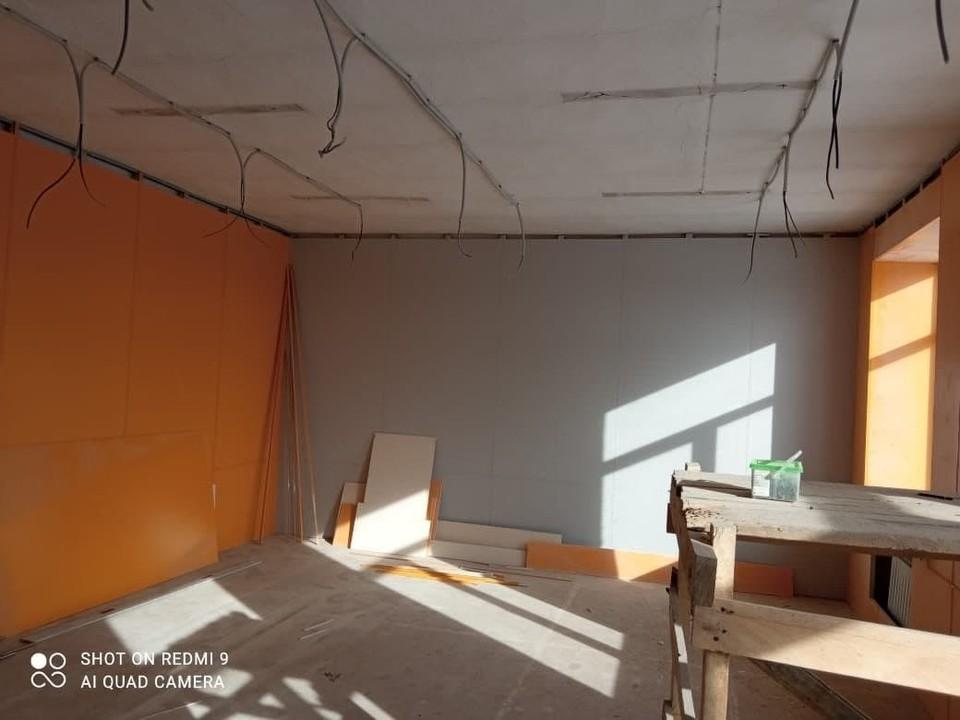 Губернатор поручил разобраться с затянувшимся ремонтом в кузбасской школе . Фото: Цивилев.Live / Telegram