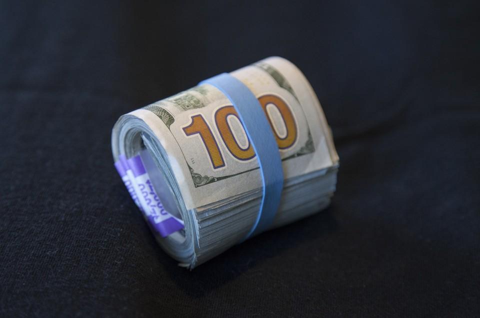 Американская валюта продолжает снижаться по отношению к тенге