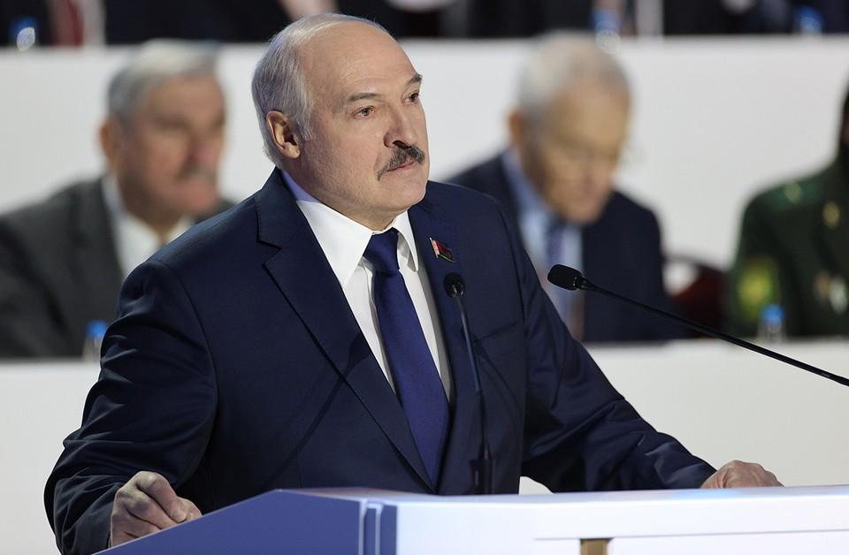 Alexander Lukashenko hablando en la Asamblea Popular de Belarús.