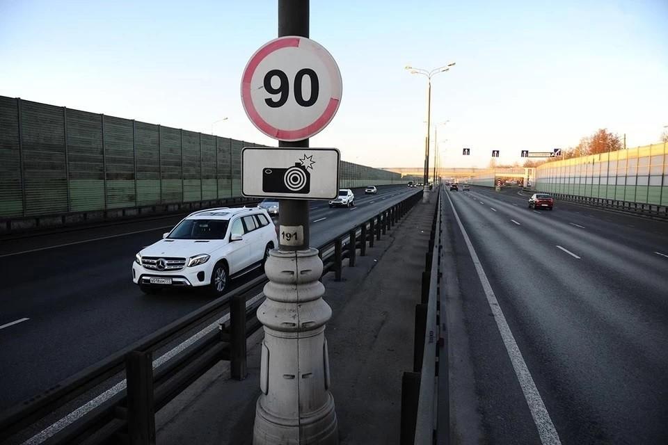 В Москве камеры поймали более 200 водителей, разговаривающих по телефону за рулем