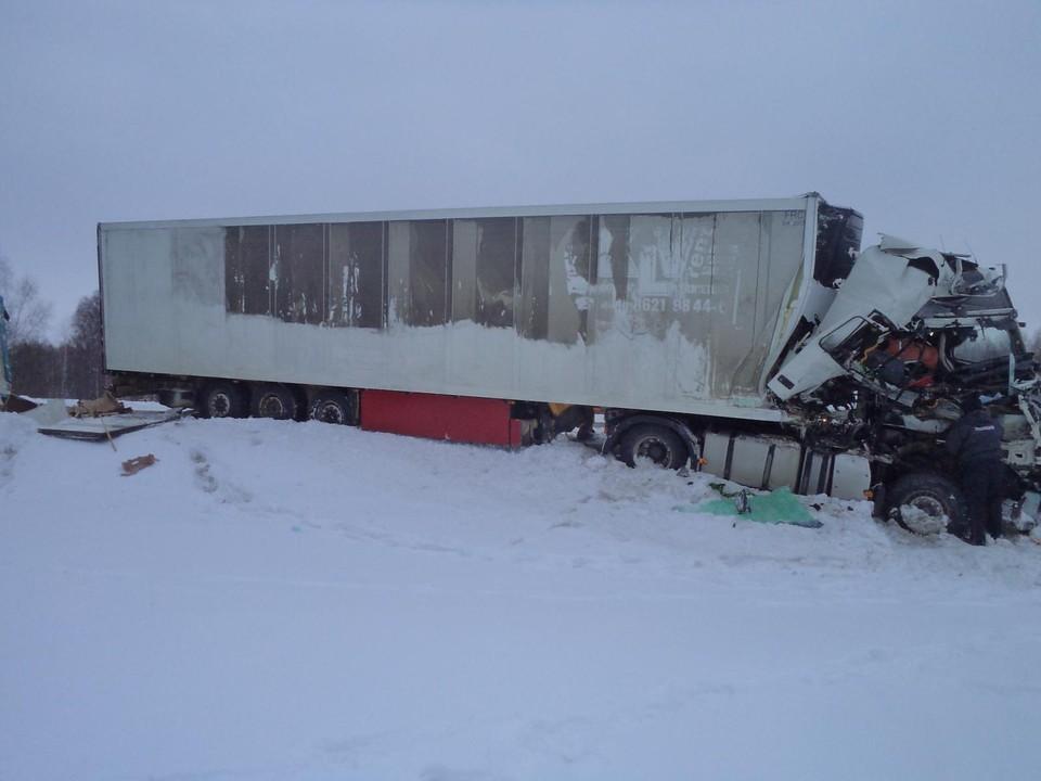 В трагическом ДТП под Орлом погиб водитель большегруза