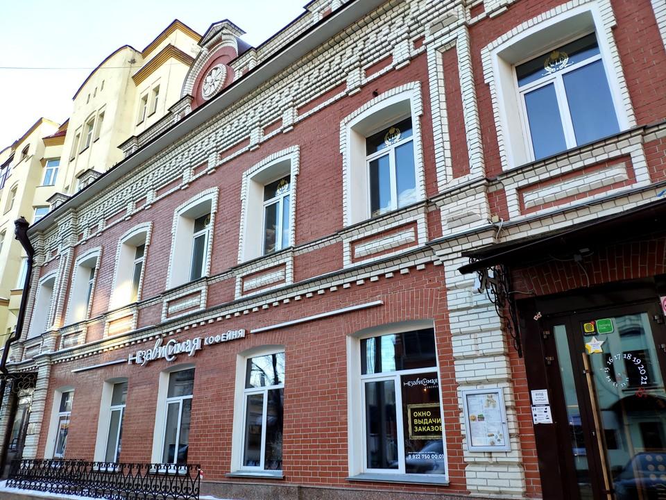 Теперь в доме Ростова офисы и дорогая кофейня.