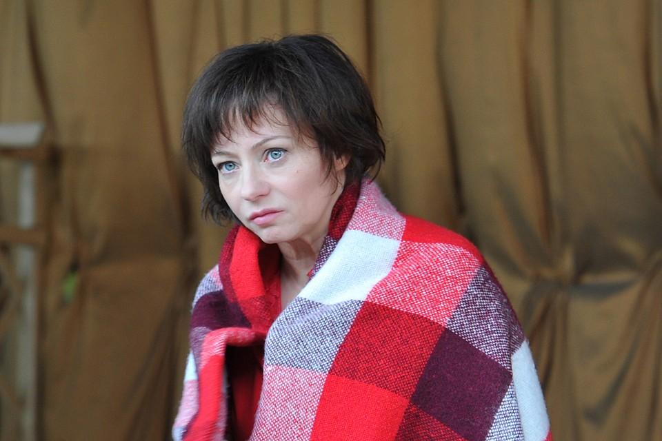 Актриса Евгения Добровольская не обвиняла и не оправдывала бывшего супруга, не откровенничала о его пьянстве