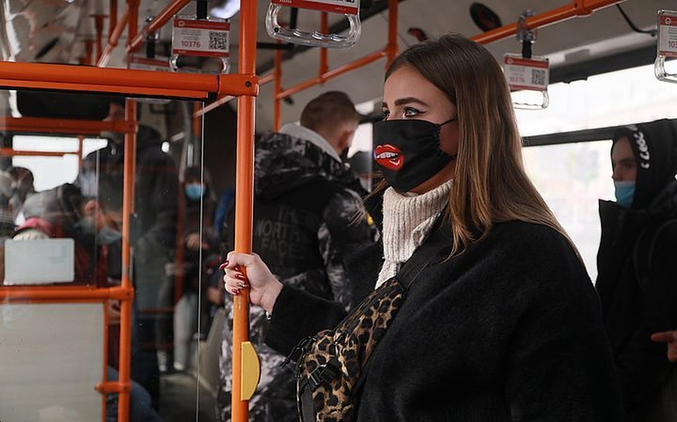 В праздничный выходной отменили десятки рейсов