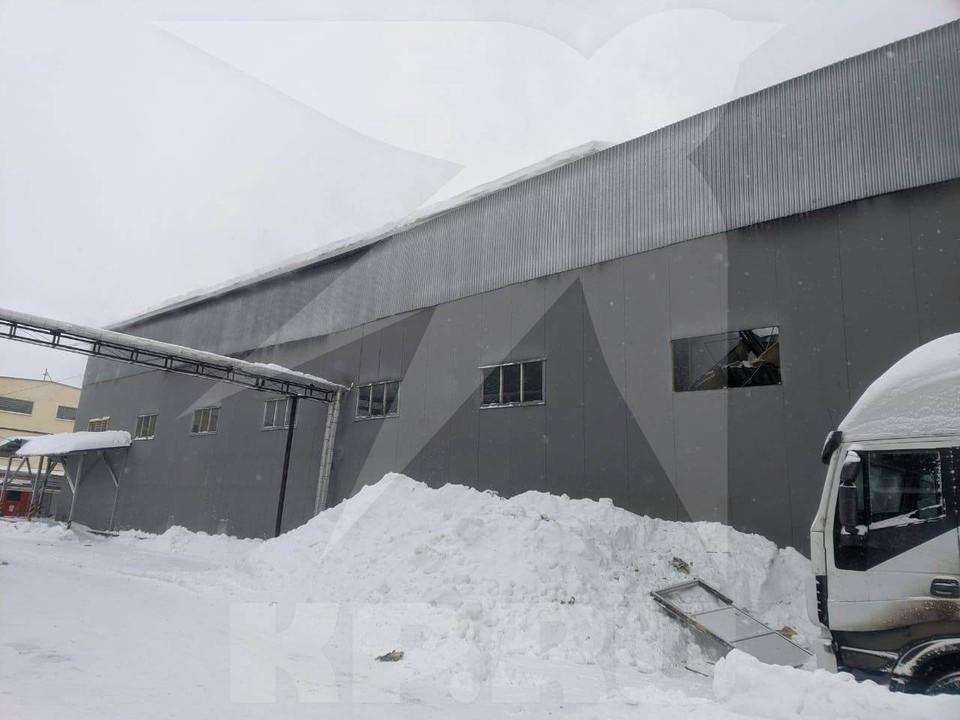 На юге Москвы обрушилась крыша склада, погиб один человек. Фото:предоставлено очевидцами.