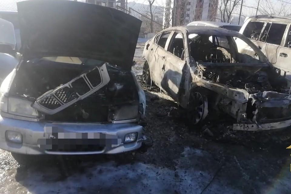 В декабре 2020 года поджог уничтожил машины BMW X6, Toyota Land Cruiser и Subaru Forester. Фото: пресс-служба УМВД России по городу Владивостоку