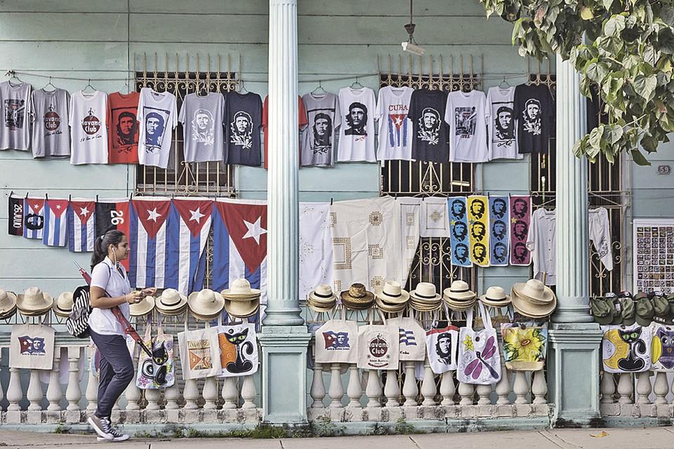 La imagen del Che Guevara y el romance revolucionario se están convirtiendo cada vez más en un anzuelo para que los turistas tengan a quien dibujar en los recuerdos.