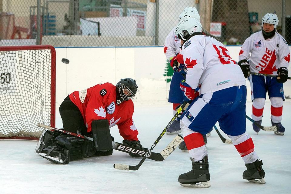 Всего в этой встрече участвовало 40 хоккеистов, которые сменяли друг друга на площадке в течение 242 часов