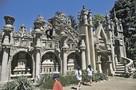 Как французский почтальон 33 года в одиночку строил дворец, который увидел во сне