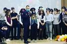 В Нижневартовске полицейские со щитами и дубинками поиграли со школьниками в «ОМОН и митингующих»