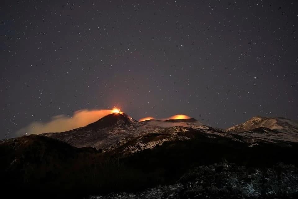 Извержение вулкана Этна произошло на Сицилии