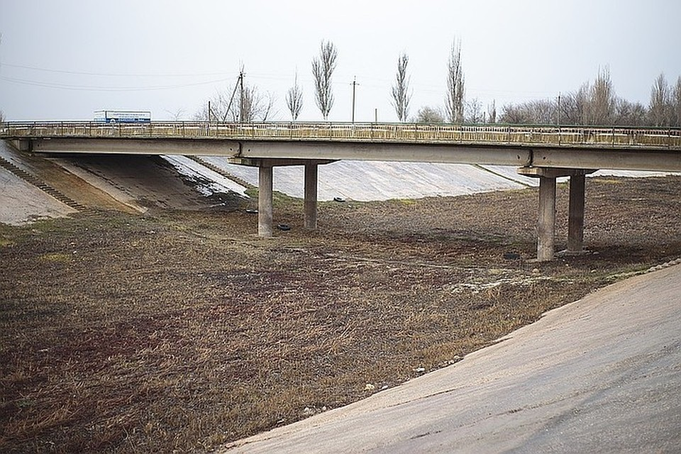 Украина намерена достроить дамбу, чтобы не допустить подачу воды в Крым