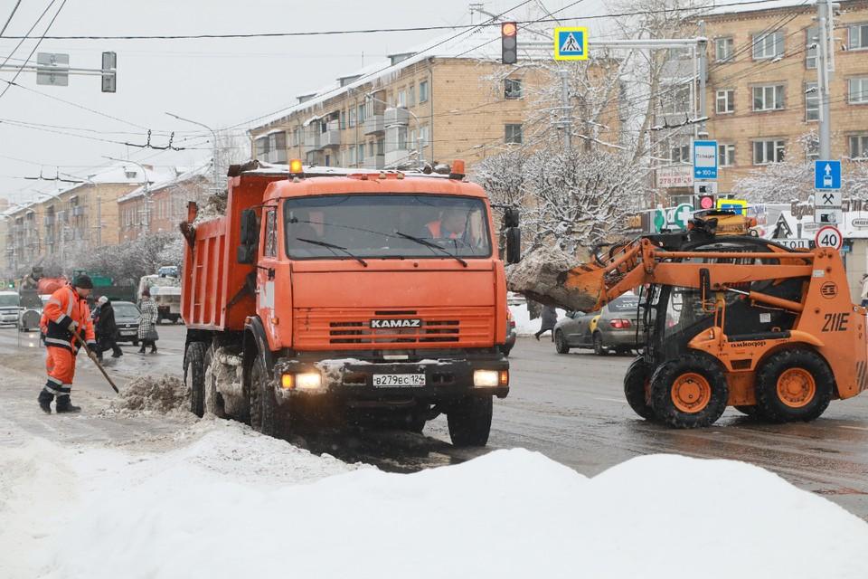 Глава города говорит, что дорожники работают круглыми сутками