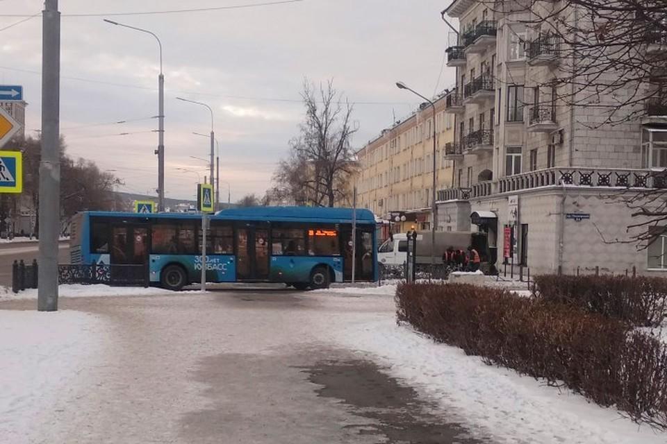 Водители новокузнецких автобусов простаивают на обочине