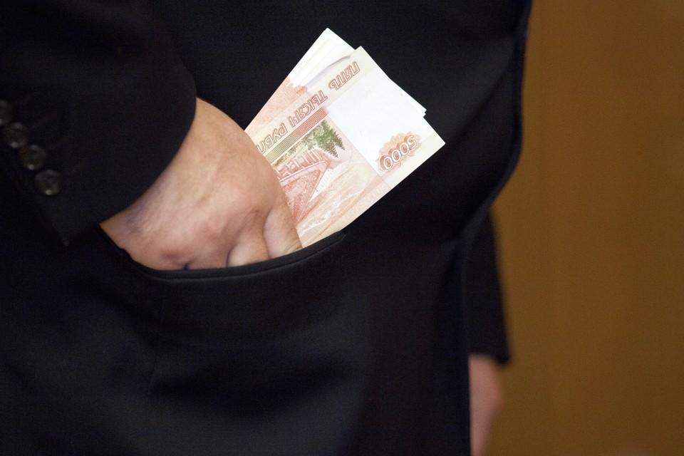 Зарплату сотрудников за месяц руководитель компании предпочел оставить себе.