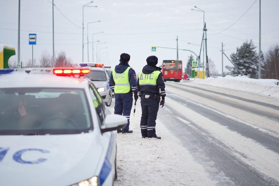И водителей, и пешеходов просят быть бдительнее на дорогах. Фото: vk.com/gibdd43