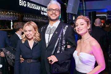 Вечеринка самых стильных: Боярская блеснула эффектным декольте, а Киркоров пришел с красавицей-блондинкой