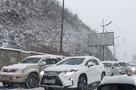 В Краснодарском крае на трассах из-за снегопада образовались многокилометровые пробки