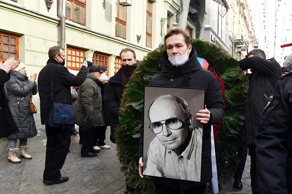В МХТ имени Чехова прошло прощание с артистом Андреем Мягковым