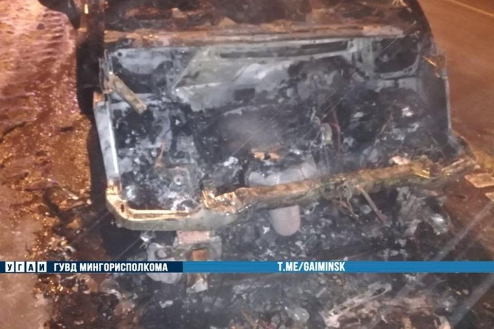 Работники МЧС потушили огонь, пострадавших, к счастью, не было. Фото: ГАИ ГУВД Мингорисполкома
