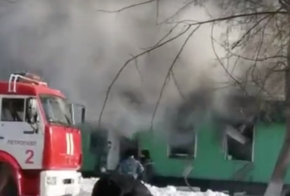 Два человека погибли при взрыве газа в кафе на севере Казахстана.