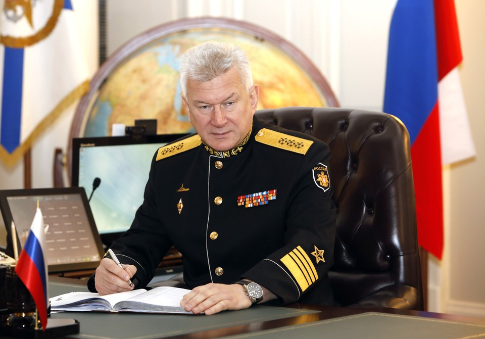 Главком ВМФ поздравил экипажи кораблей выполняющих задачи в Мировом океане и всех военных моряков с Днем Защитника Отечества