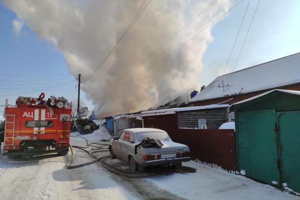 С родителями погибших в страшном пожаре детей работают психологи. Фото: МЧС по Новосибирской области