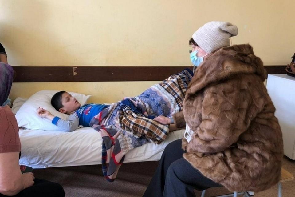 Один из мальчиков получил перелом бедренной кости со смещением, другой – сотрясение и ушибы. Фото: Минобрнауки по РД