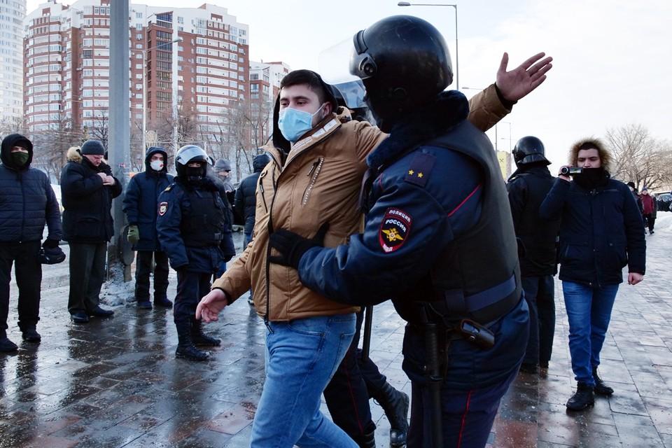 Отдельными пунктами прописана ответственность за организацию и финансирование незаконных митингов