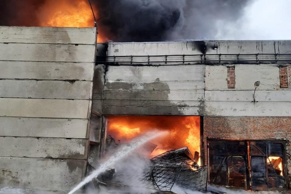 Пожар на производстве упаковки в городе Шахты. Фото: ГУ МЧС по Ростовской области