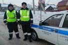 «Лежал на сиденье и хрипел». Полицейские из Пермского края спасли жизнь водителя, которому стало плохо на трассе
