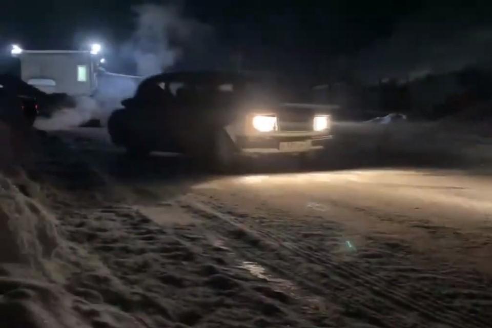 К счастью, во время ночных заездов пострадала только машина. Фото: vk.com/kirovmp