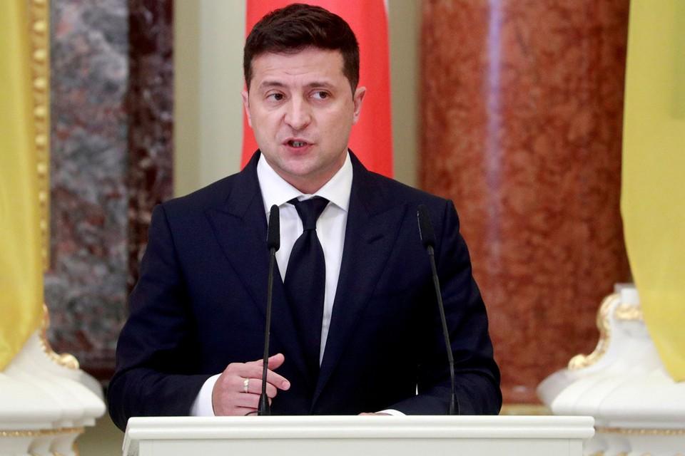 Владимир Зеленский, запретив на Украине использование русского языка в сфере обслуживания, обратился к России с задушевной речью