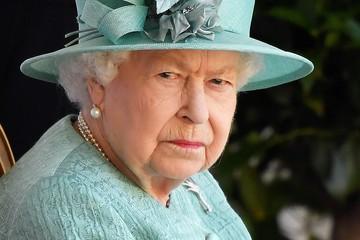 Королева Елизавета II подарила правнуку вафельницу