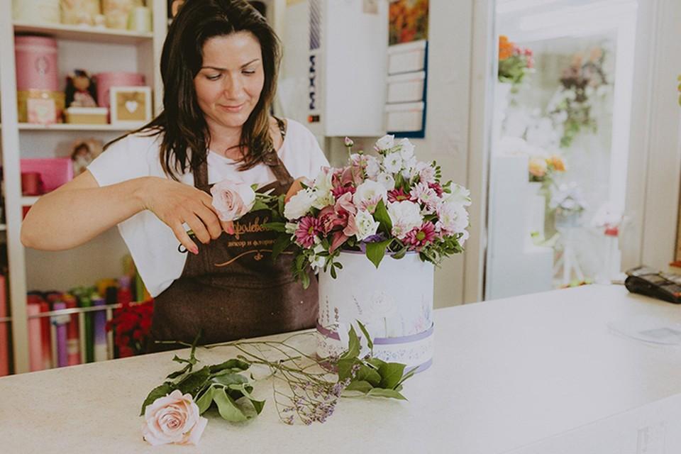Сама Елена много лет занималась цветами.