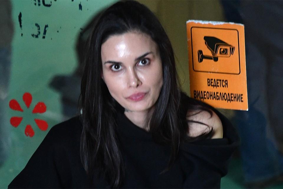Алана Мамаева в дни судебного процесса по делу её мужа.