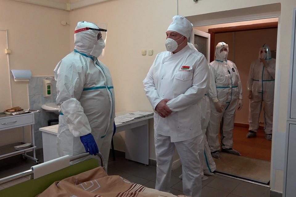 Посещение Молодечненской центральной районной больницы. Фото: president.gov.by