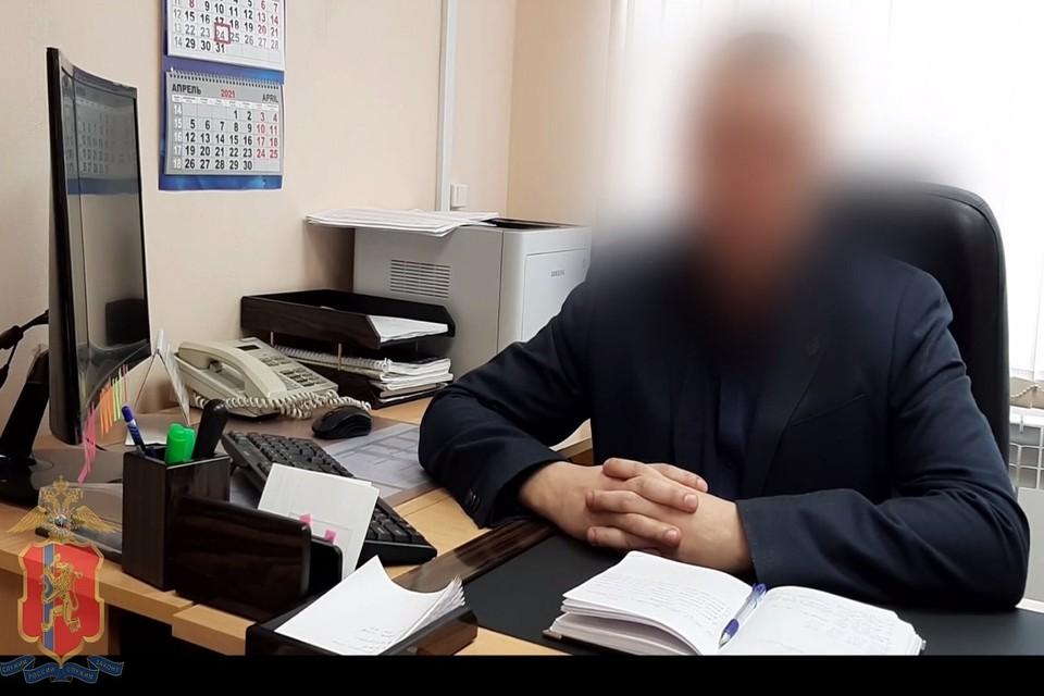 Лицо героя-полицейского, спасшего деньги пенсионерки, публиковать нельзя из-за его оперативной работы Скриншот: МВД