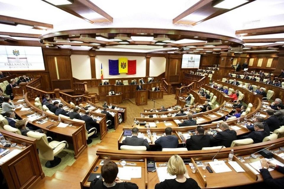 ПСРМ и парламентское большинство уже выдвинуло реального и компетентного кандидата- Владимира Головатюка. Фото: соцсети
