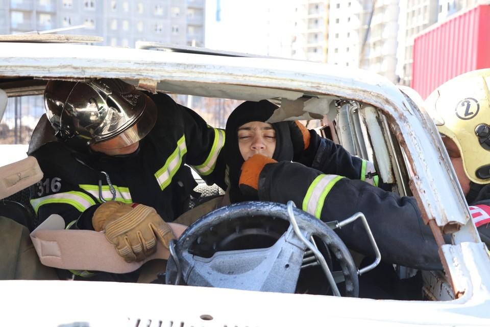 Орловские спасатели соревновались в ликвидации условного ДТП. Фото: ГУ МЧС России по Орловской области