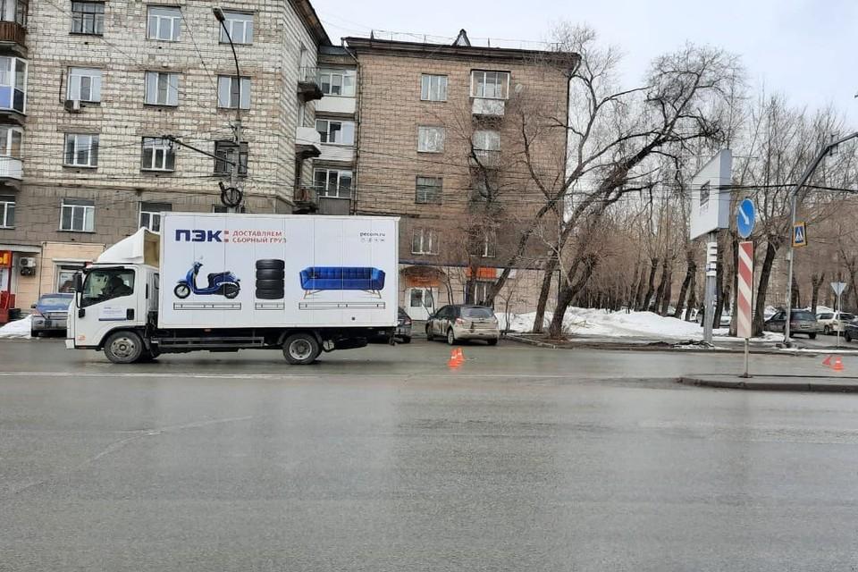 Очевидец рассказал подробности ДТП, где грузовик сбил 13-летнюю девочку. Фото: Госавтоинспекция по Новосибирску