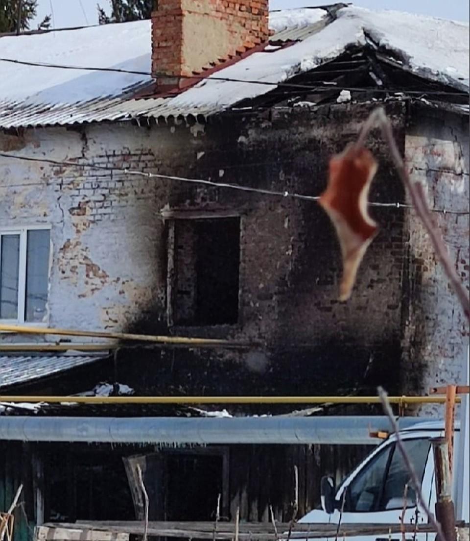 Старый дом выгорел почти полностью. Фото: «ЧП Омск»